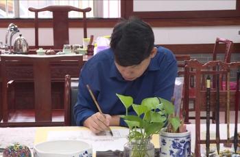 水墨丹青绘人文:河源画家4年创作200多幅客家围屋图