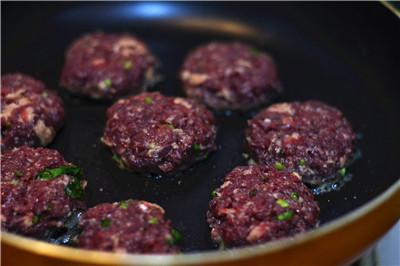 苏打牛肉迷你汉堡 好可爱好想吃阿!
